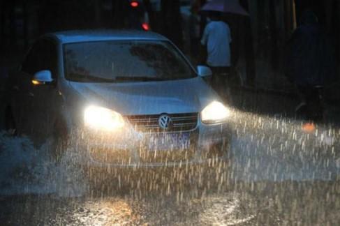 雨天驾驶车辆