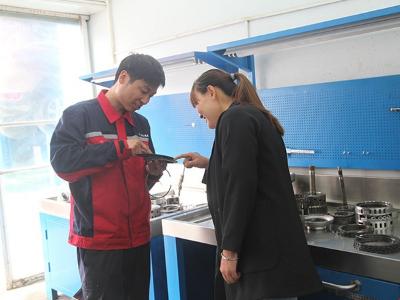 变速箱维修中现场和客户沟通